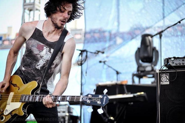 Chris Null of Dead Sara and His Epiphone Jack Casady Signature Bass