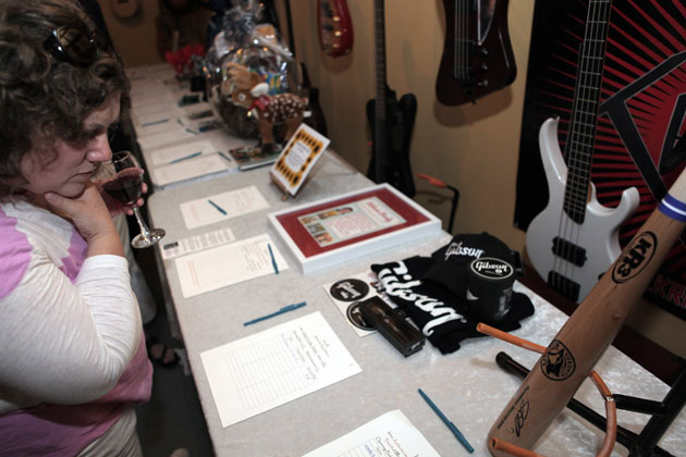 Gibson/Epiphone Toronto Showroom Hosts Puppystock