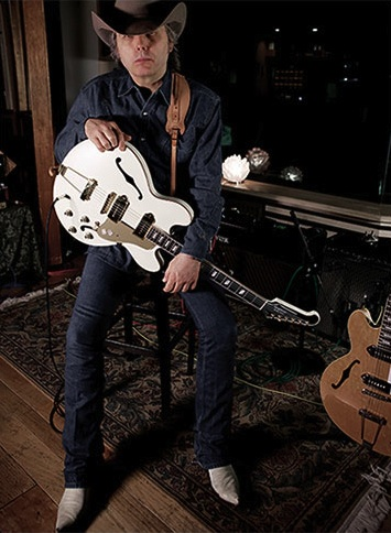 Dwight Yoakam Shows Nashville How It's Done