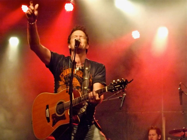 Greg Hanna Performs with Masterbilt in Ontario