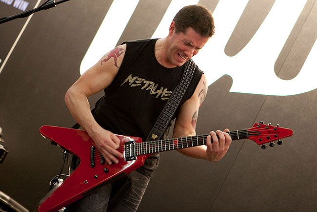 Jeff Waters demonstrates his Epiphone Annihilation V
