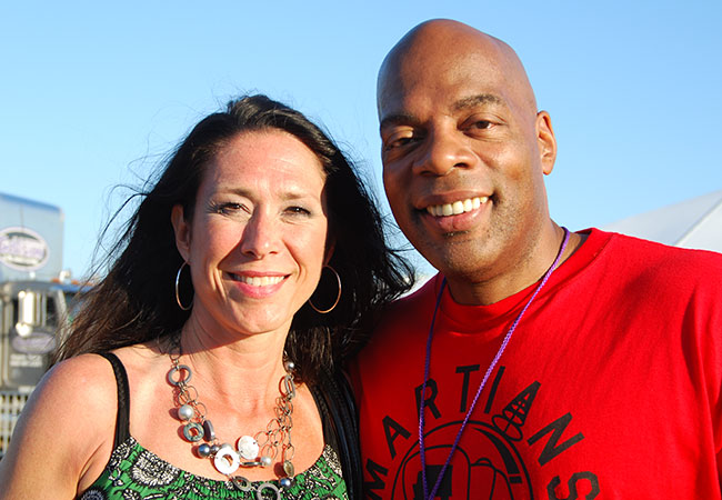 Epiphone's Cara Hogan with festival host Alonzo Bodden.